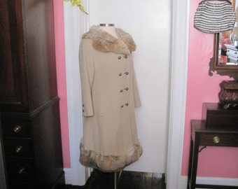 Wool Coat with Fox Collar Vintage Good Condition Camel colored Size 14 16