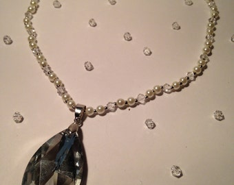 20% OFF Pearl necklace with sparkly pendant