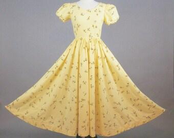 1950s Floral Dress, Vintage 50s Dress, 50s Circle Skirt Yellow Rose Print Cotton Day Dress M