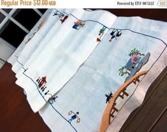 Linen Table Runner - Embroidered Vintage Linens 11314