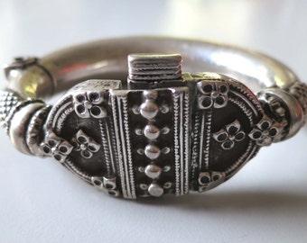 Vintage antique ethnic tribal old silver bracelet bangle kada India Rajasthan 125 grams. no2
