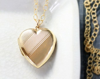 9ct Gold Heart Locket Necklace, Small 9 karat Back and Front Zig Zag Striped Vintage Photo Pendant - Diagonal Sash