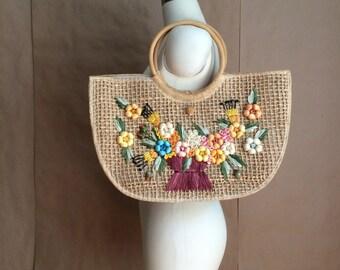 vintage 60's straw handbag / tote / purse / market bag / floral embellishment