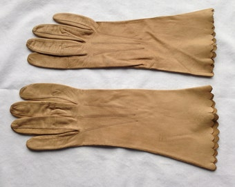Vintage Tan Leather Ladies Gloves Fownes Brand Kid Leather Made in Saxony Size 6 3/4 Antique Women's Accessory