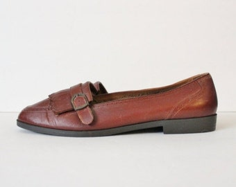 30% off sale // Vintage 80s Brown FRINGE Loafers - Carriage Court Leather - Women 10M