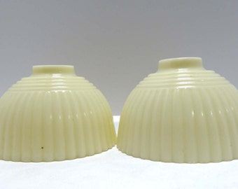 Pair of Cream Colored Glass Lamp Shades Home and Garden Lighting Lighting Accessories Lamp Shades