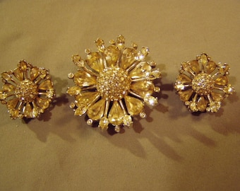 Vintage 1950s Bellini Signed Rhinestone Pin Pendant & Clip Earrings Set Rhodium Plated  8588