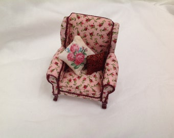 DOlls House Ministure - 1/12th Pink Rose Armchair -