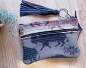 Grab N Go Essentials Zipper Purse Sunglasses Cell Phone Wallet Coin & Card Case Lanc of the Buffalo Pattern  Clutch 7 x 5