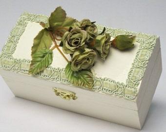 Handmade Trinket Box Miniature Roses and Moss Green Velvet Trim / Decorative Dresser Box / Tiny Jewelry Box