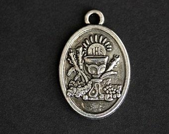 First Holy Communion Medal. Catholic Pendant. First Communion Charm. First Holy Communion Pendant. 25mm x 16mm (Qty 1)