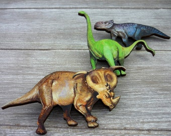 3 Dinosaur wooden brooches. Modern.
