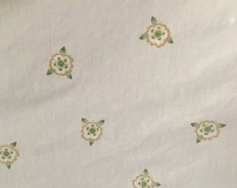 SPRINKLED YELLOW FLORAL--twin fitted sheet