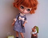 Outfit for neo Blythe and Pullip: grey polkadot dress with matching hairpin