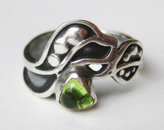 Vintage Ring Sterling Silver Sue Sachs Green Peridot Cocktail Ring size 7 3/4