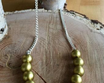 Round acrylic metallic beaded necklace