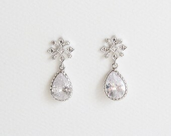 Snowflake Earrings | Crystal Snowflake Earrings | Crystal Dangle Earrings | Winter Wedding | Winter Earrings | Holiday Earrings