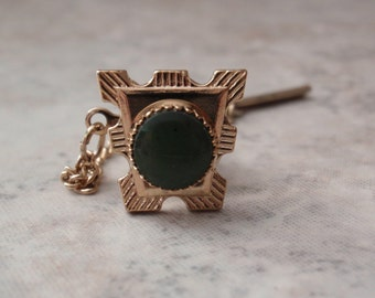 Jade Tie Tack Gold Tone Textured Trapezoid Vintage V0639