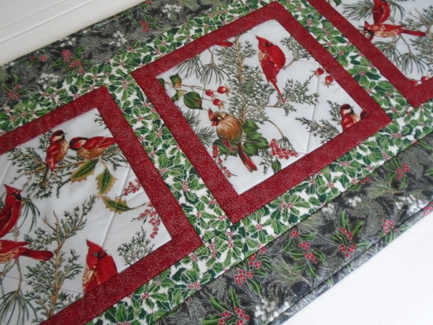 winter quilted table runner christmas quilted table runner. Black Bedroom Furniture Sets. Home Design Ideas