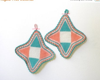 WAKEUP Vintage Crocheted Pot Holders Salmon, White and Tourquoise