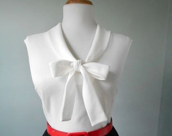 Sexy VLV Vintage 1960s White SLEEVELESS Pussy Bow Ascot Tie Neck Blouse Top