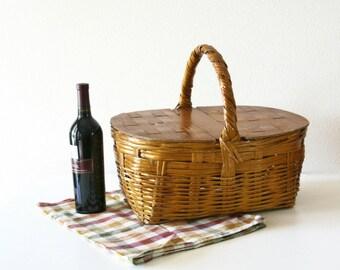 Vintage Picnic Baske, Farmhouse Basket, Sewing Storage
