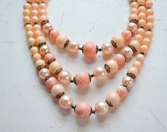 1950s Peach Pearl Multi-Strand Bead Necklace