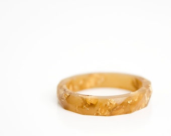 size 9 faceted eco resin ring | caramel with metallic gold leaf flakes