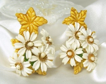 Vintage Earrings Ear Climber White Daisy Flower Faux Pearl Plastic