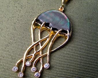 "Tahitian ""Jellyfish"" pendant in 14kt yellow gold"
