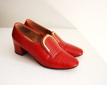 July SALE - 15% Off - Vintage 60s Red Stacked Heel Mid Century Heels Pumps // womens US size 7B
