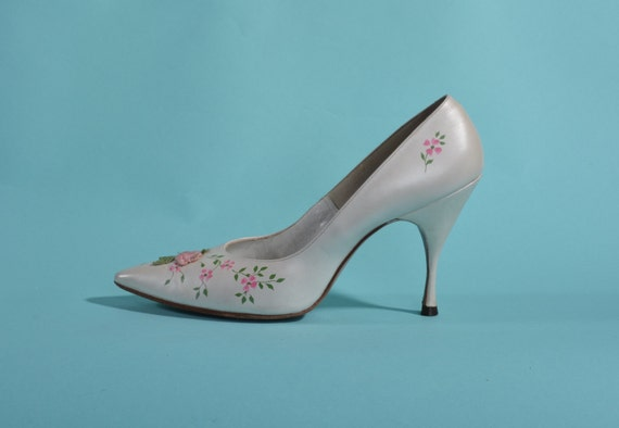 Vintage 1960s White Wedding Shoes - Pink Flower Applique - Henry Waters Size 6