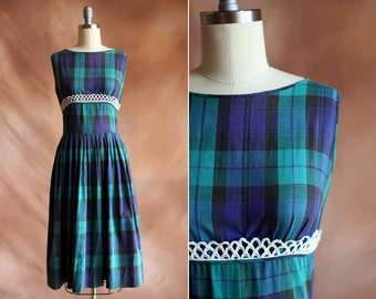 vintage 1950's navy & green plaid cotton day dress with white crocheted trim / size s