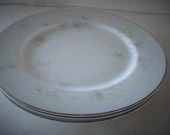 Tradition SANGO Fine China Japan UNICA 392 Pattern Dinner Plates.