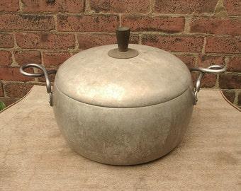 Vintage 1940's Wear Ever Aluminum pot with handles, 5 1/2 quarts pot, Dutch oven, Retro kitchen cookware, antique pot, Stock pot,