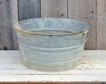 Round Galvanized Metal Wash Tub with Drainage Holes Vintage Pail Bucket Rustic Primitive Farm Ranch Garden Planter Repurpose Upcycle