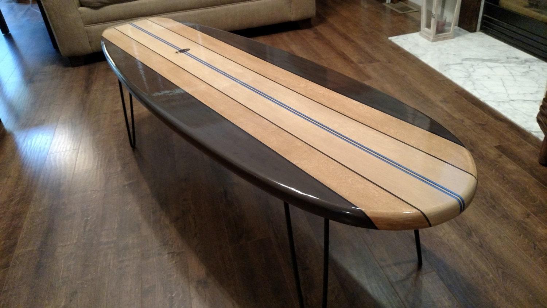 Planche de surf table basse planche de surf en bois table surf for Planche de bois
