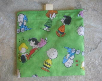 Charlie Brown Bag - Green - Reusable Sandwich Bag, Reusable Snack Bag with easy open tabs