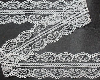 """White Lace- Hearts-1.77""""-3 YDS"""