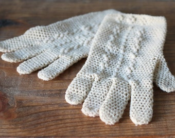 Vintage Ivory Crochet Gloves / Junior Cotillian / Child or Small One Size