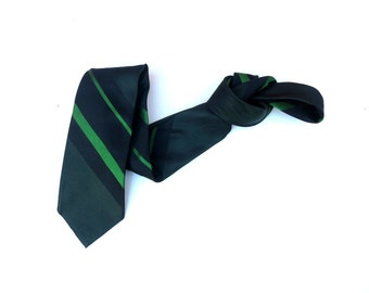 Vintage 1950s 1960s Mod  Skinny Neck Tie. Navy Blue Kelly Green Diagonal Stripes. Striped