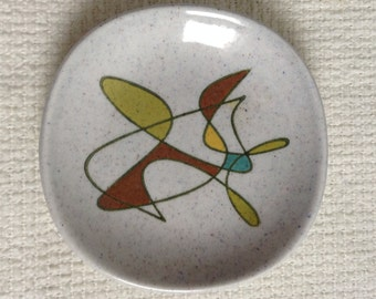 Metlox Poppytrail Coaster.  Free Form, 4 inch.  California Pottery, Sputnik, Mid century modern, Danish Modern, Eames era. Deco 1950's.
