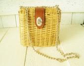 Vintage purse basket woven rattan natural color leather closure chain strap 1960s