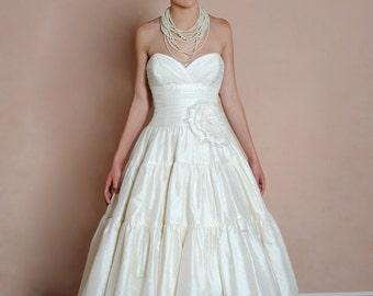 BRAND NEW Evelynn dress, size 6 to 8
