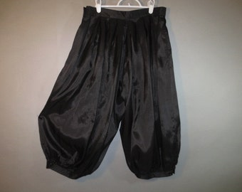 "Black Bloomers // Pantaloons, Knickers // Big Blousy  Legs // Loose Box Pleats...29 1/2"" waist"