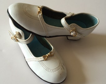 1960's White Patent Mary Jane Shoes (Kids 1)