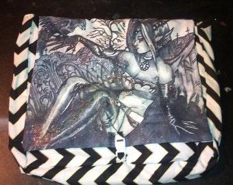 Grave Girl medium messenger bag