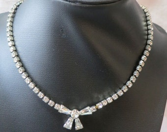 """Vintage, 16"""" ins crystal necklace, single strand, lovely bow in front, interesting back clasp. Very sweet. Great grad gift. VI16.3-28.17"""