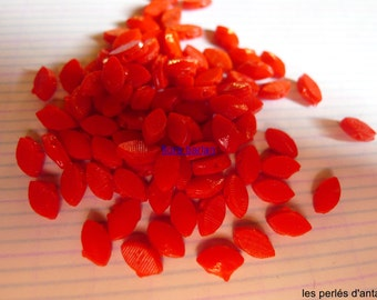 80 vintage glass beads shuttles
