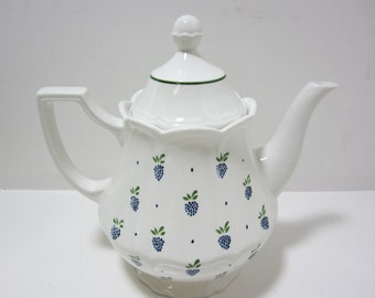 Vintage Johnson Brothers Ironstone Coffee Pot Teapot with Lid Coffee Pot with Lid Berries Design England White Teapot with Blue Berries